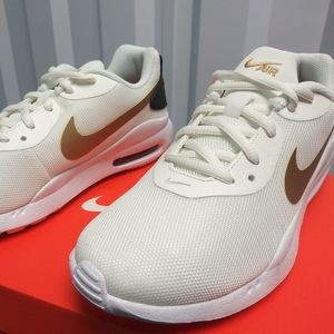 Nike Air Max Oketo. New. Women's sizes: 6 - 9.5